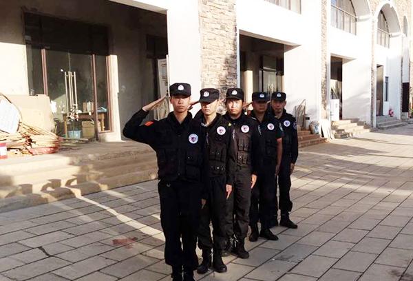 街道巡逻中的绅顿保安