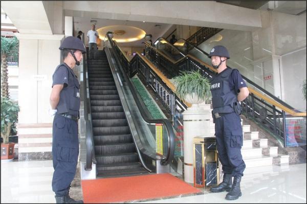 商场安保护卫